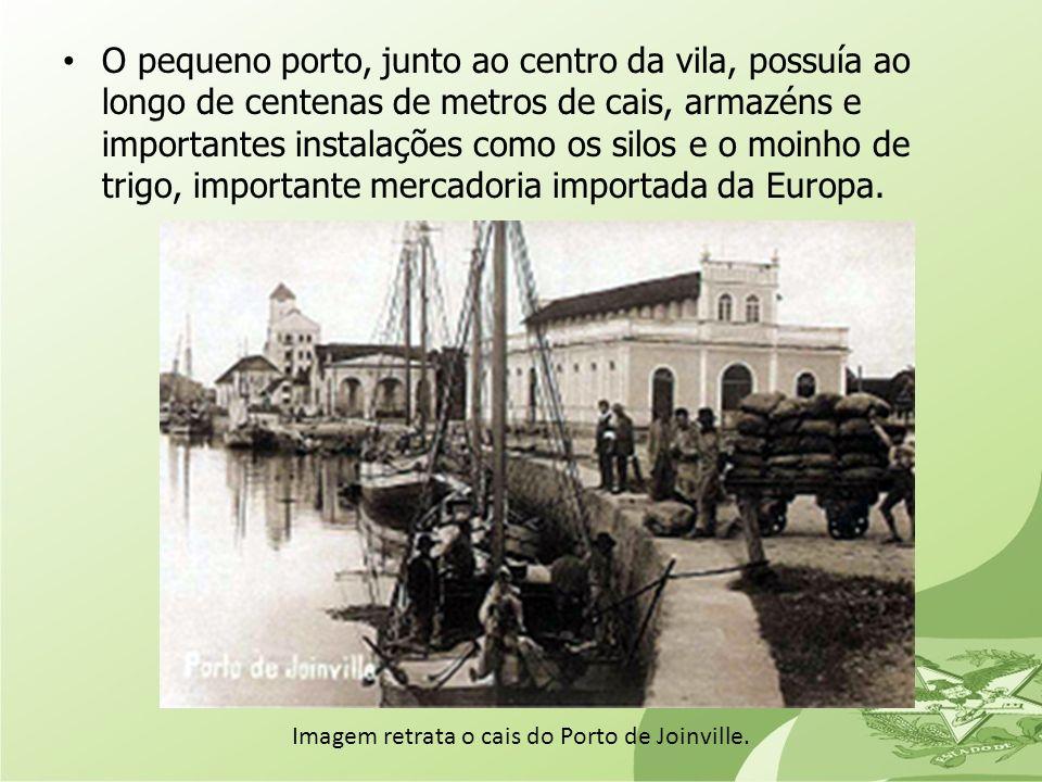 Imagem retrata o cais do Porto de Joinville.