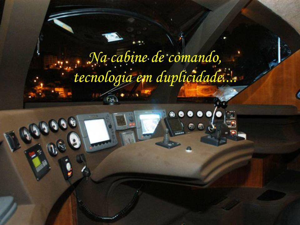 Na cabine de comando, tecnologia em duplicidade....