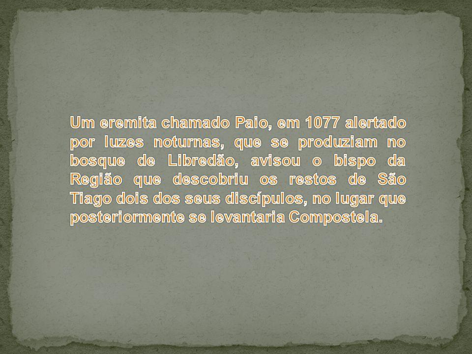 Um eremita chamado Paio, em 1077 alertado por luzes noturnas, que se produziam no bosque de Libredão, avisou o bispo da Região que descobriu os restos de São Tiago dois dos seus discípulos, no lugar que posteriormente se levantaria Compostela.