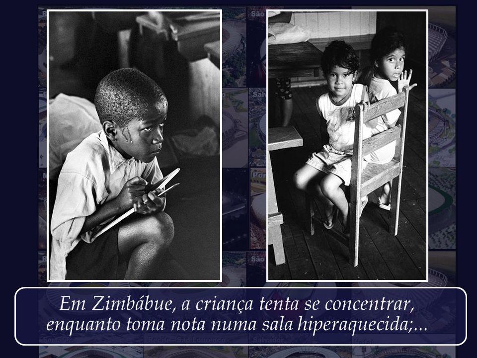 Em Zimbábue, a criança tenta se concentrar,