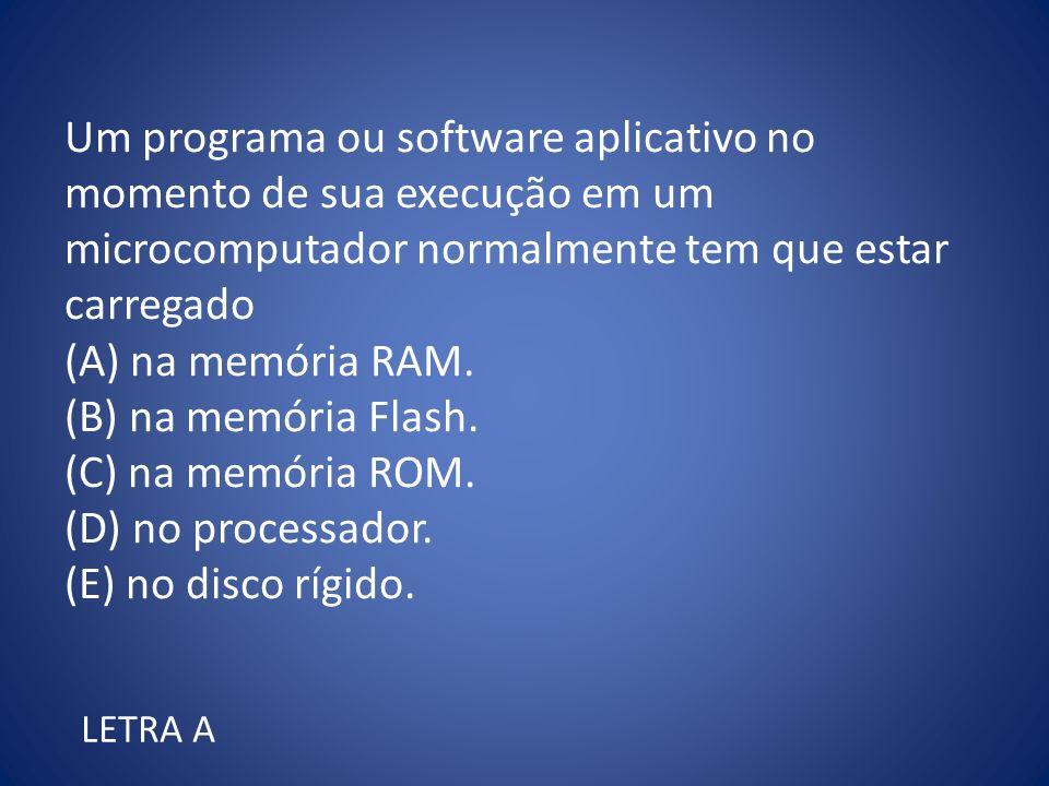 Um programa ou software aplicativo no momento de sua execução em um microcomputador normalmente tem que estar carregado.