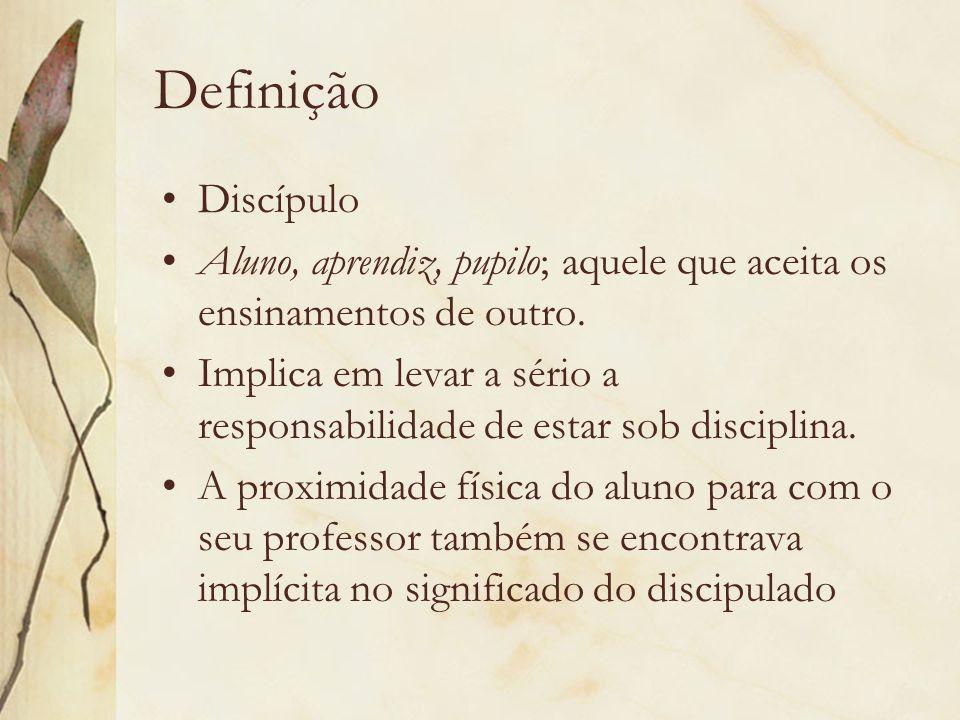 Definição Discípulo. Aluno, aprendiz, pupilo; aquele que aceita os ensinamentos de outro.