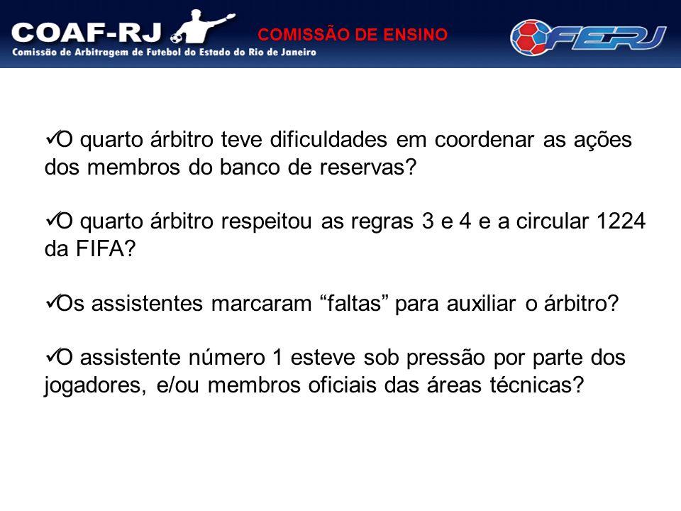 O quarto árbitro teve dificuldades em coordenar as ações dos membros do banco de reservas