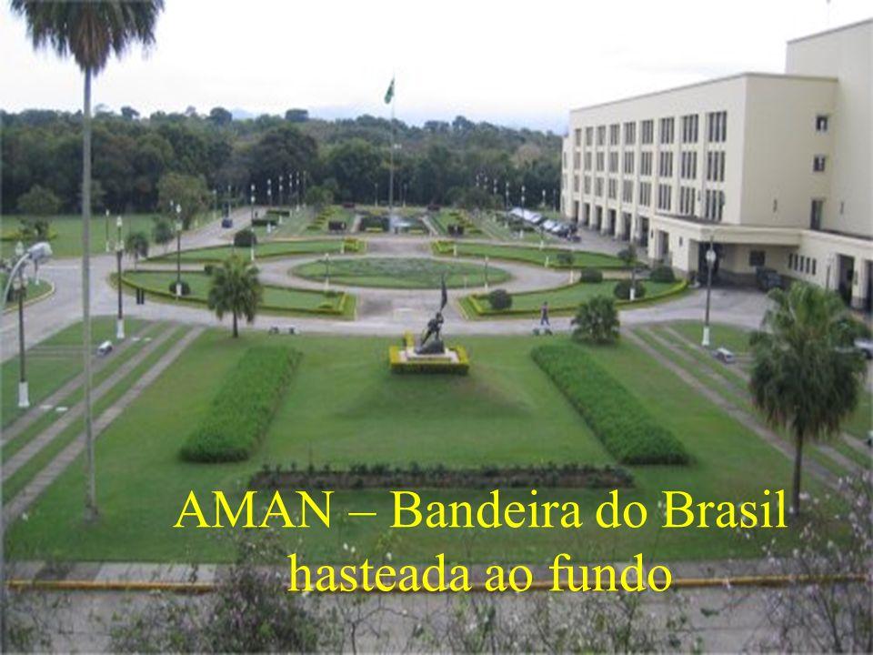 AMAN – Bandeira do Brasil hasteada ao fundo