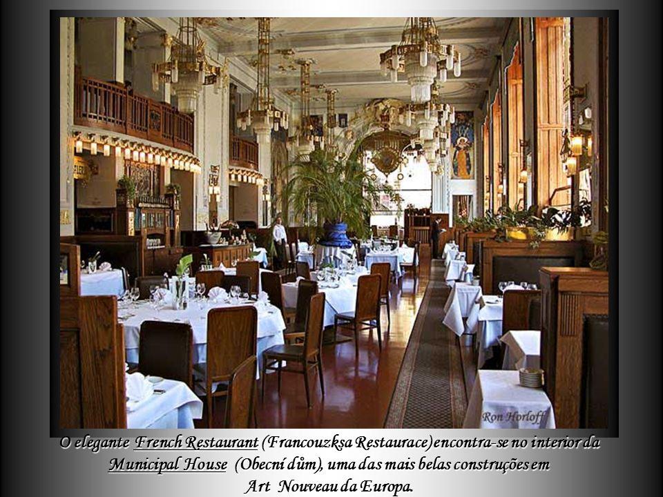 O elegante French Restaurant (Francouzksa Restaurace) encontra-se no interior da Municipal House (Obecní dům), uma das mais belas construções em