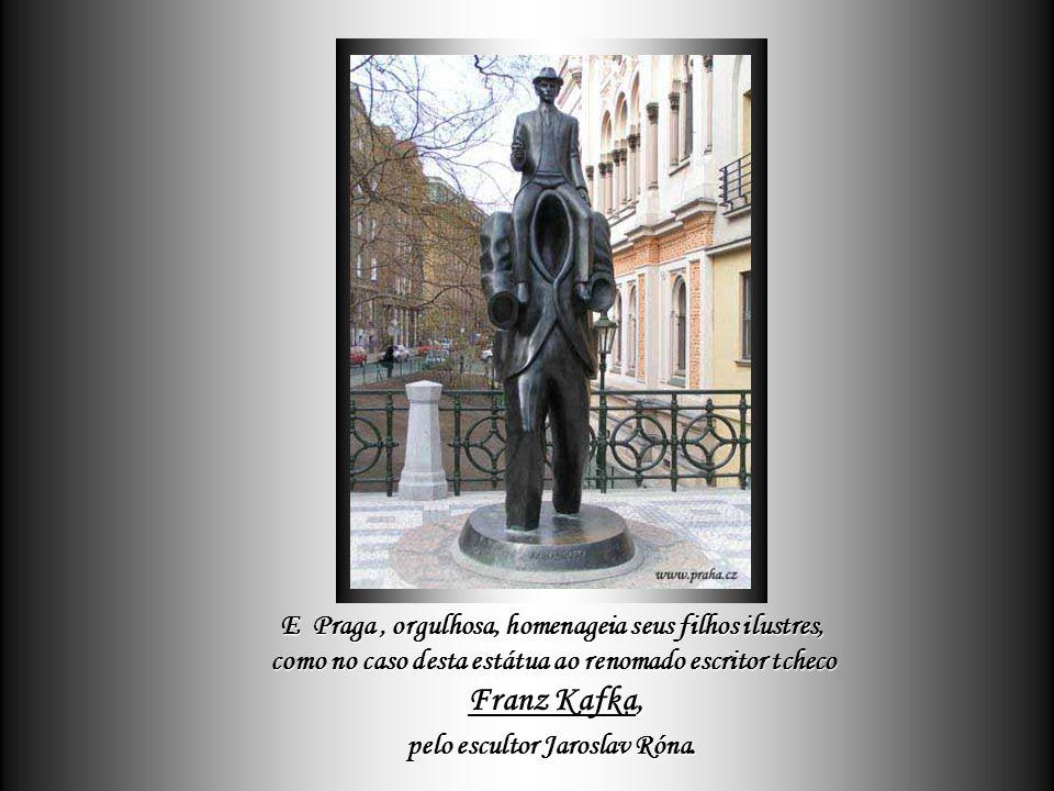 pelo escultor Jaroslav Róna.