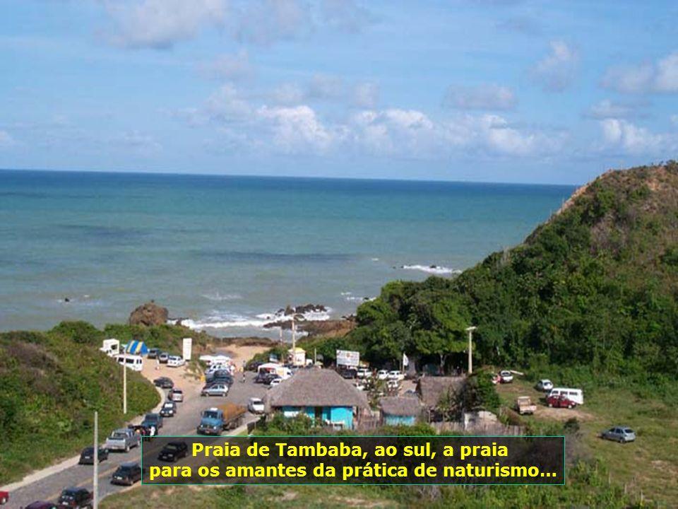 Praia de Tambaba, ao sul, a praia