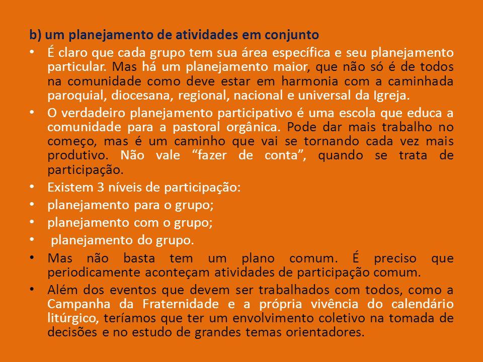 b) um planejamento de atividades em conjunto