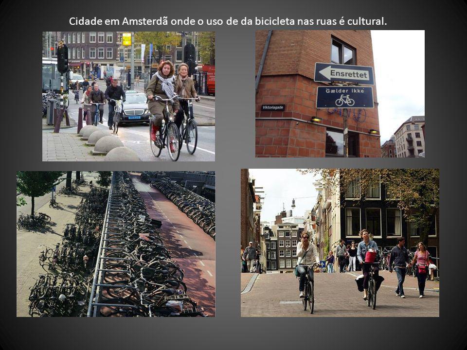 Cidade em Amsterdã onde o uso de da bicicleta nas ruas é cultural.