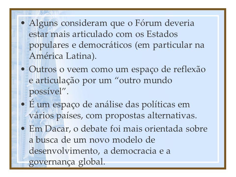 Alguns consideram que o Fórum deveria estar mais articulado com os Estados populares e democráticos (em particular na América Latina).