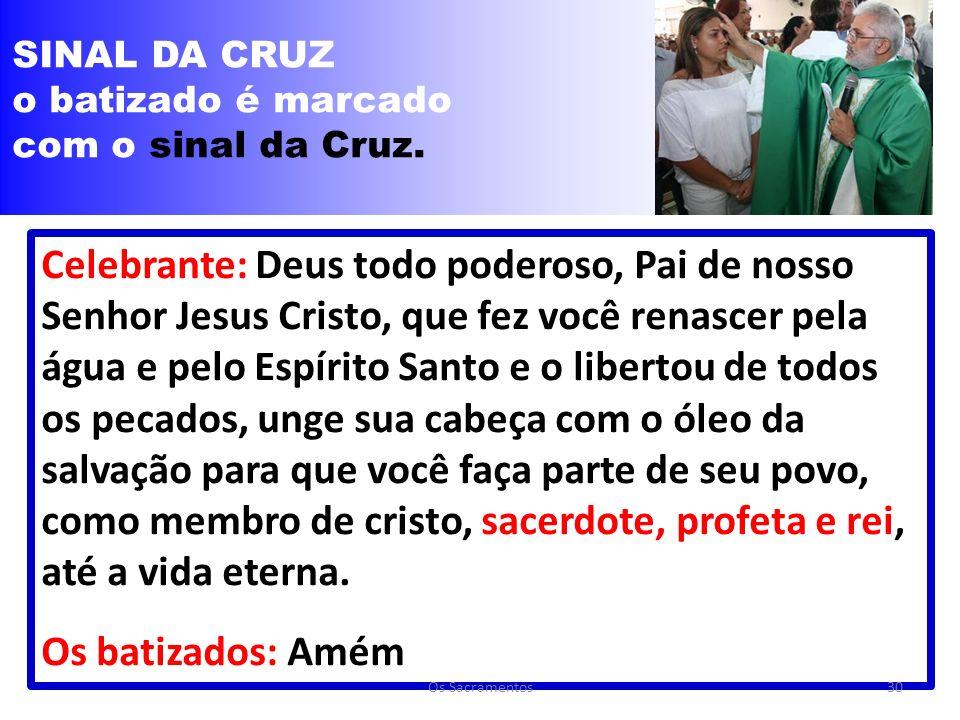 SINAL DA CRUZ o batizado é marcado. com o sinal da Cruz.