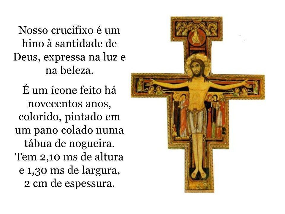 Nosso crucifixo é um hino à santidade de Deus, expressa na luz e na beleza.