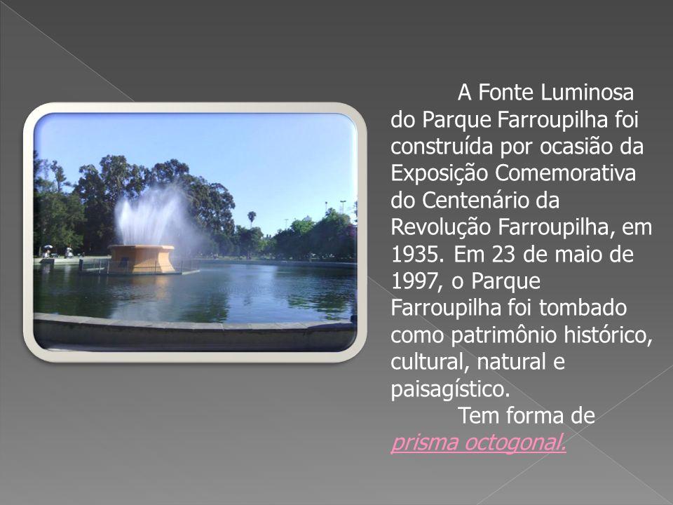 A Fonte Luminosa do Parque Farroupilha foi construída por ocasião da Exposição Comemorativa do Centenário da Revolução Farroupilha, em 1935. Em 23 de maio de 1997, o Parque Farroupilha foi tombado como patrimônio histórico, cultural, natural e paisagístico.