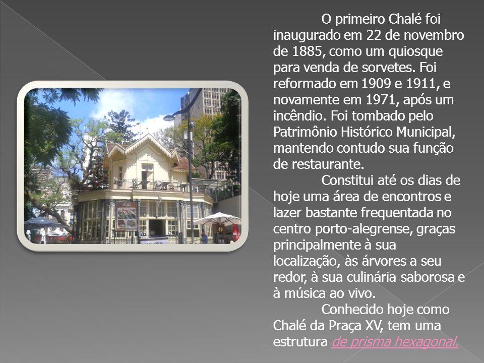 O primeiro Chalé foi inaugurado em 22 de novembro de 1885, como um quiosque para venda de sorvetes. Foi reformado em 1909 e 1911, e novamente em 1971, após um incêndio. Foi tombado pelo Patrimônio Histórico Municipal, mantendo contudo sua função de restaurante.