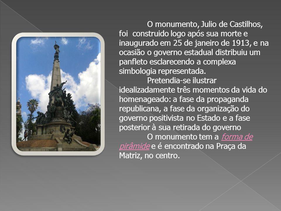 O monumento, Julio de Castilhos, foi construido logo após sua morte e inaugurado em 25 de janeiro de 1913, e na ocasião o governo estadual distribuiu um panfleto esclarecendo a complexa simbologia representada.