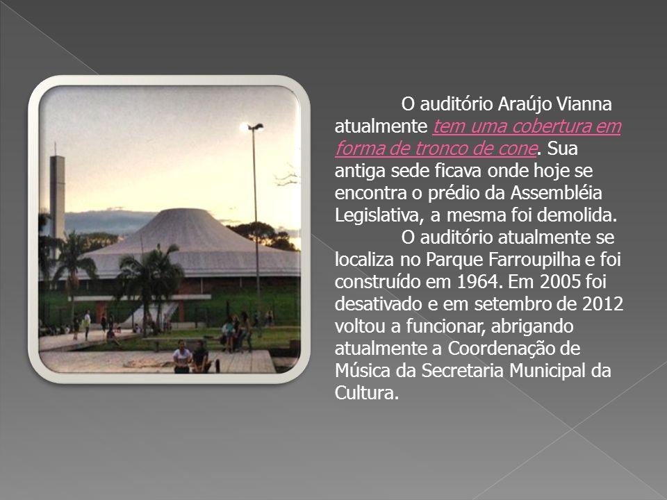O auditório Araújo Vianna atualmente tem uma cobertura em forma de tronco de cone.