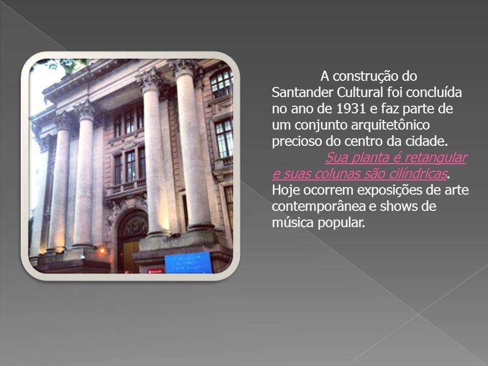 A construção do Santander Cultural foi concluída no ano de 1931 e faz parte de um conjunto arquitetônico precioso do centro da cidade.