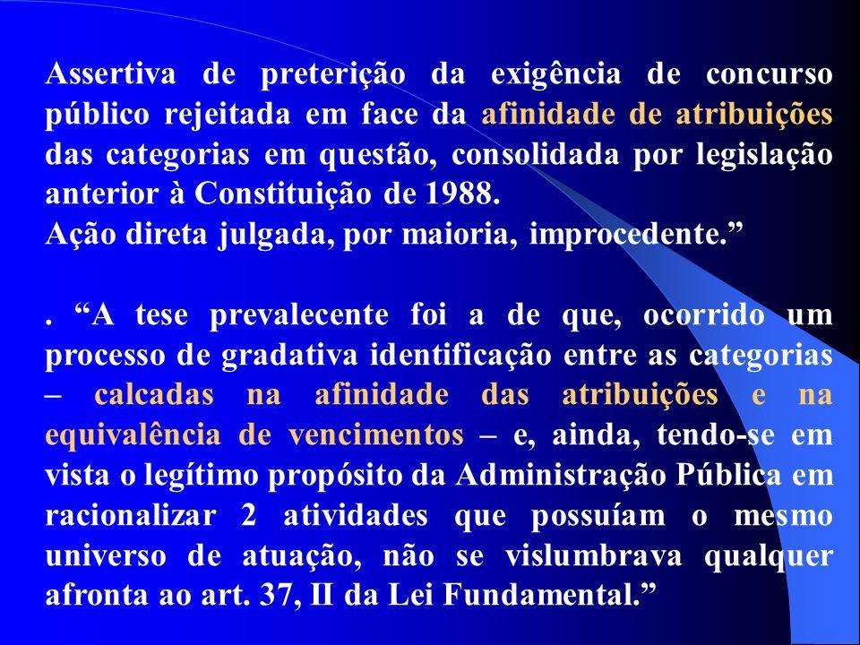 Assertiva de preterição da exigência de concurso público rejeitada em face da afinidade de atribuições das categorias em questão, consolidada por legislação anterior à Constituição de 1988.