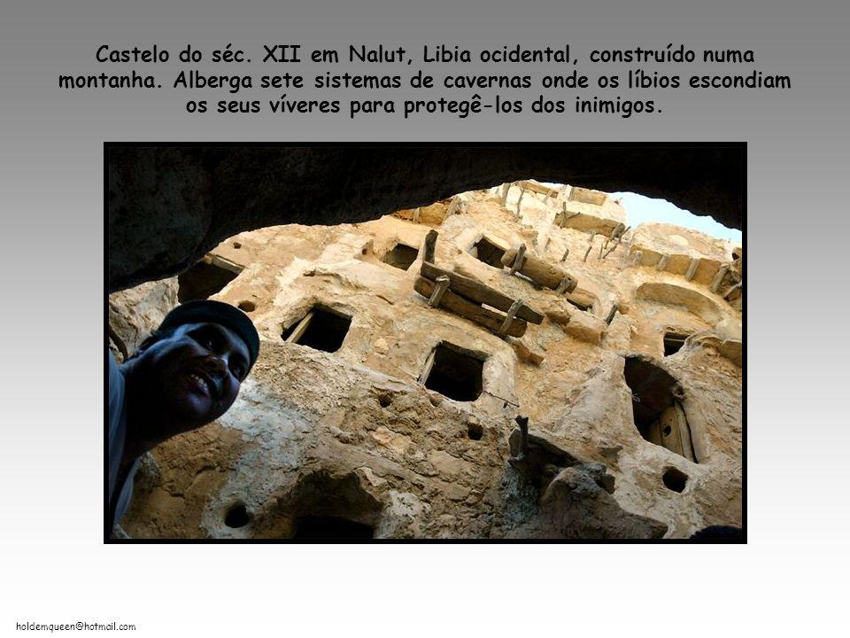 Castelo do séc. XII em Nalut, Libia ocidental, construído numa montanha.