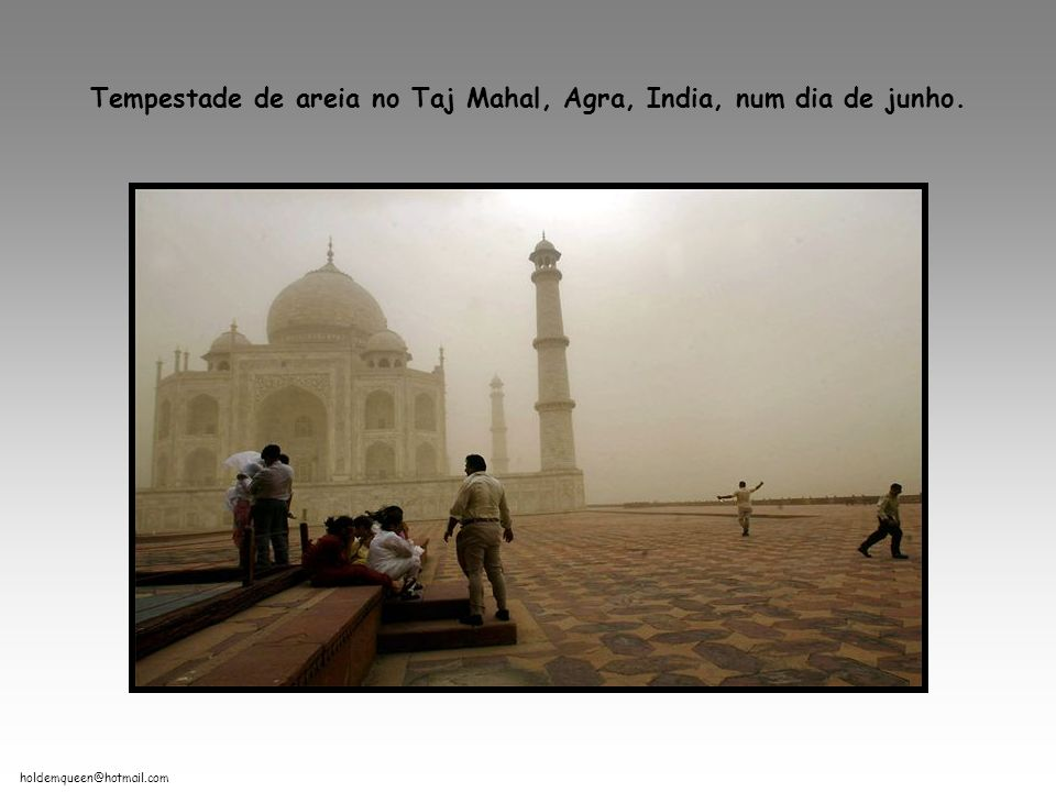 Tempestade de areia no Taj Mahal, Agra, India, num dia de junho.