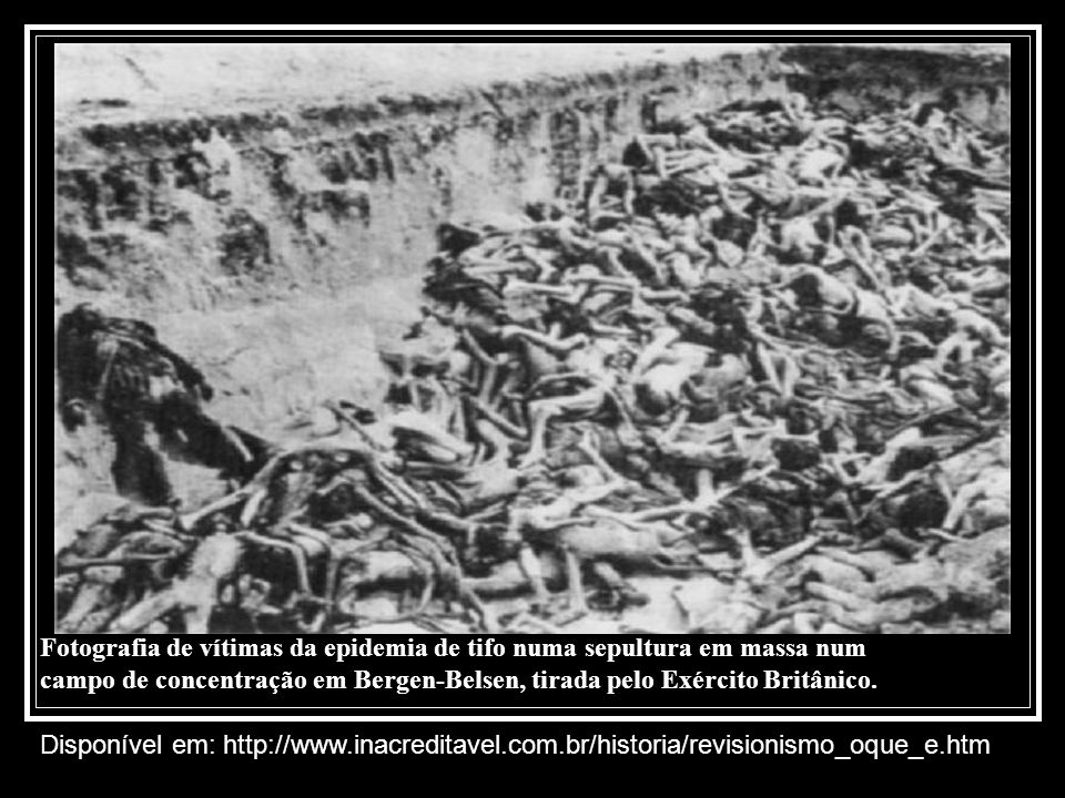 Fotografia de vítimas da epidemia de tifo numa sepultura em massa num campo de concentração em Bergen-Belsen, tirada pelo Exército Britânico.