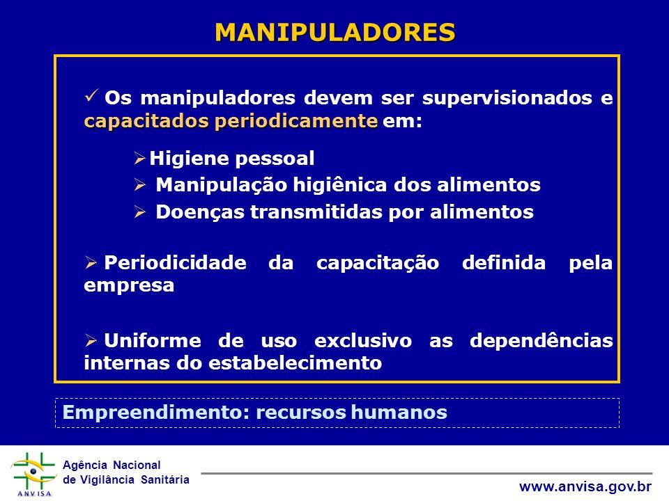MANIPULADORES Os manipuladores devem ser supervisionados e capacitados periodicamente em: Higiene pessoal.