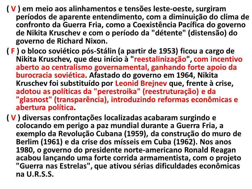 ( V ) em meio aos alinhamentos e tensões leste-oeste, surgiram períodos de aparente entendimento, com a diminuição do clima de confronto da Guerra Fria, como a Coexistência Pacífica do governo de Nikita Kruschev e com o período da détente (distensão) do governo de Richard Nixon.