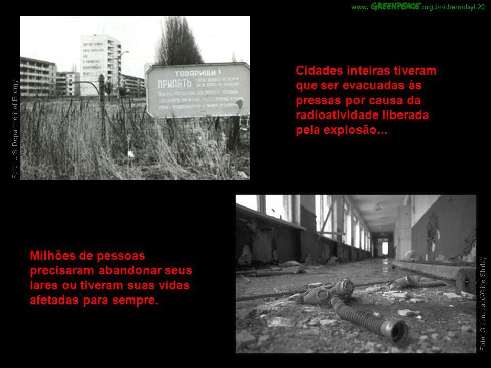 .org.br/chernobyl-20 www. Cidades inteiras tiveram que ser evacuadas às pressas por causa da radioatividade liberada pela explosão...