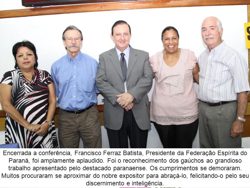 Encerrada a conferência, Francisco Ferraz Batista, Presidente da Federação Espírita do Paraná, foi amplamente aplaudido.