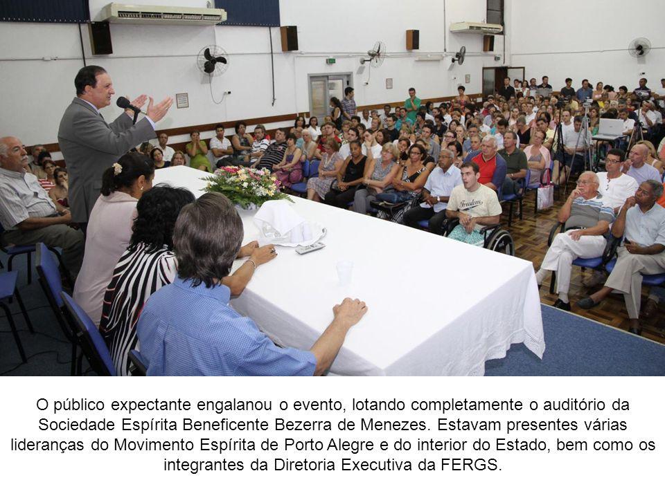 O público expectante engalanou o evento, lotando completamente o auditório da Sociedade Espírita Beneficente Bezerra de Menezes.