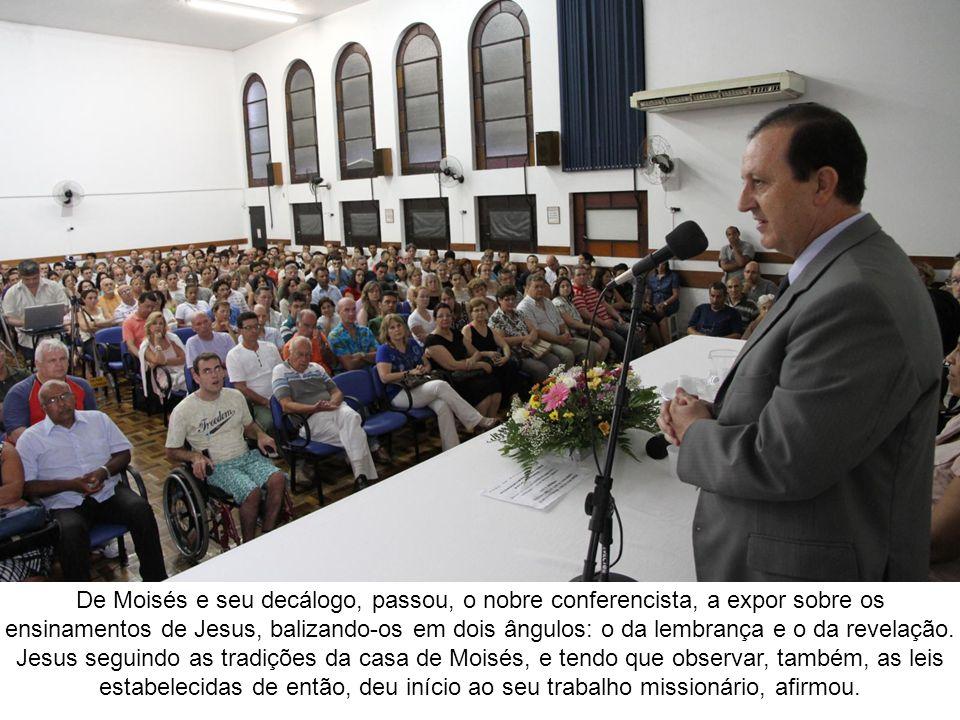 De Moisés e seu decálogo, passou, o nobre conferencista, a expor sobre os ensinamentos de Jesus, balizando-os em dois ângulos: o da lembrança e o da revelação.