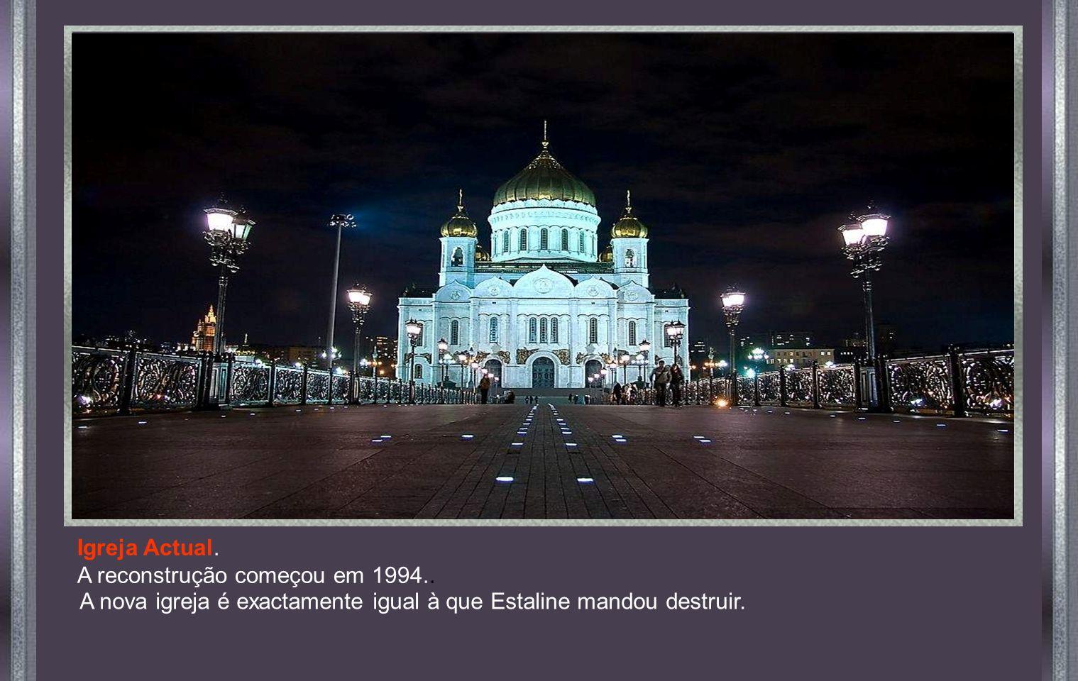 A nova igreja é exactamente igual à que Estaline mandou destruir.