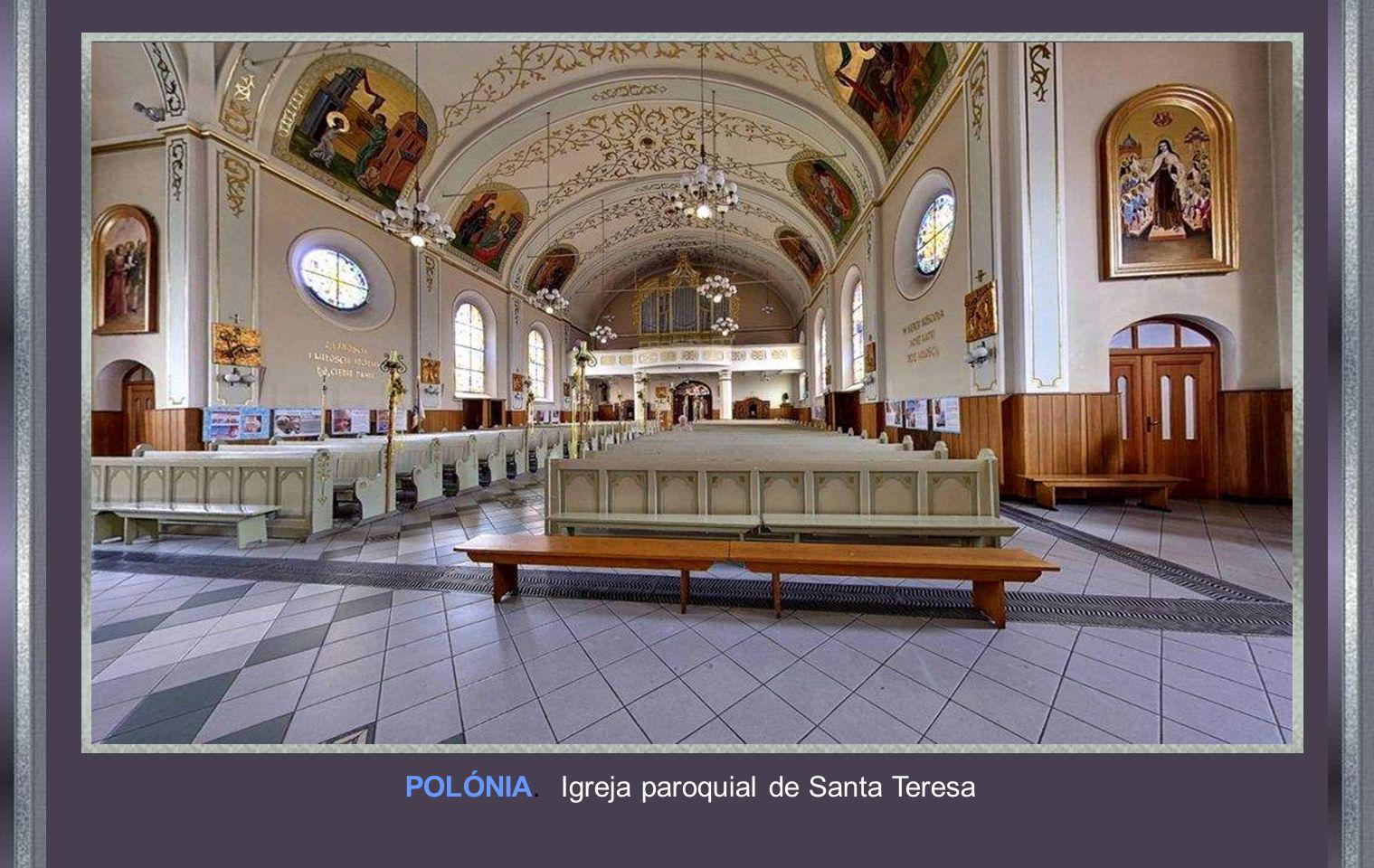 POLÓNIA. Igreja paroquial de Santa Teresa