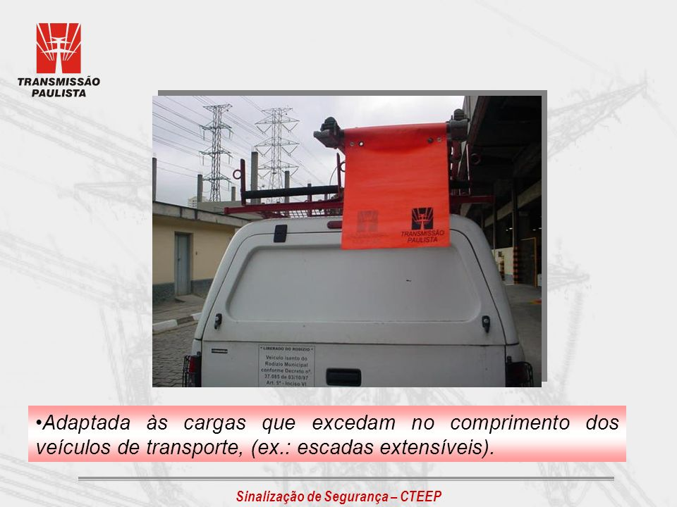 Adaptada às cargas que excedam no comprimento dos veículos de transporte, (ex.: escadas extensíveis).