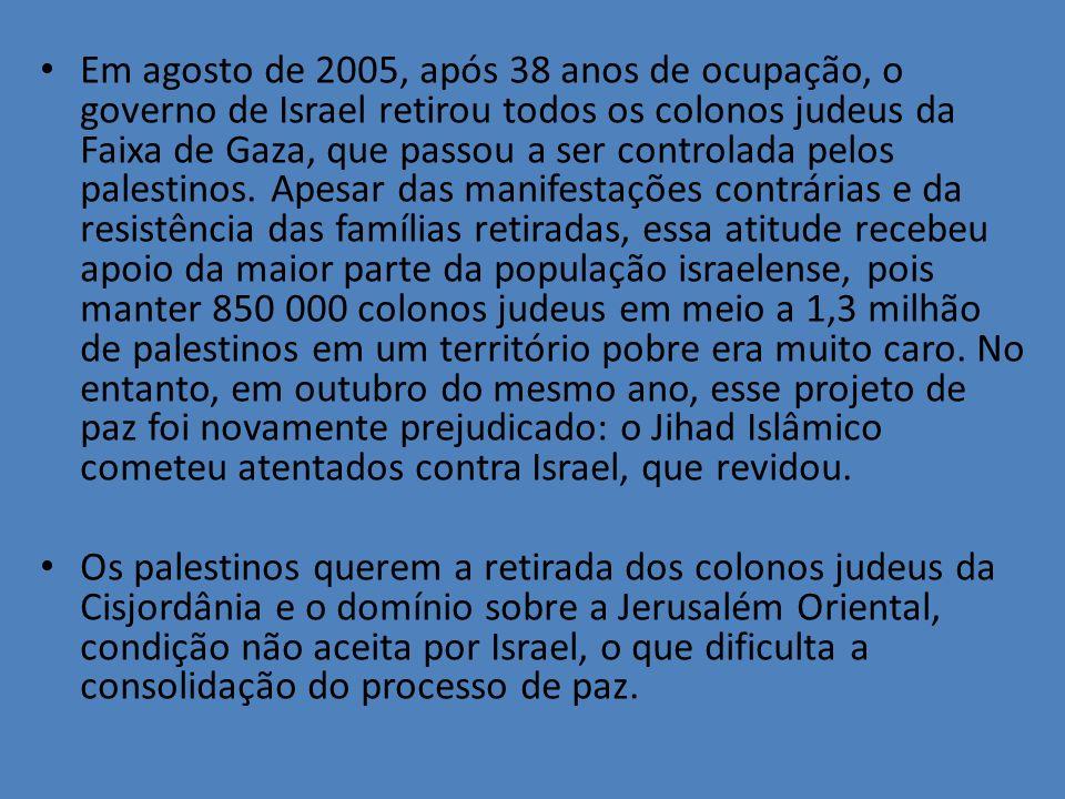 Em agosto de 2005, após 38 anos de ocupação, o governo de Israel retirou todos os colonos judeus da Faixa de Gaza, que passou a ser controlada pelos palestinos. Apesar das manifestações contrárias e da resistência das famílias retiradas, essa atitude recebeu apoio da maior parte da população israelense, pois manter 850 000 colonos judeus em meio a 1,3 milhão de palestinos em um território pobre era muito caro. No entanto, em outubro do mesmo ano, esse projeto de paz foi novamente prejudicado: o Jihad Islâmico cometeu atentados contra Israel, que revidou.