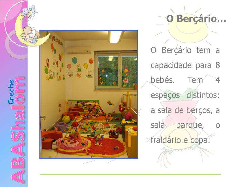 O Berçário… O Berçário tem a capacidade para 8 bebés. Tem 4 espaços distintos: a sala de berços, a sala parque, o fraldário e copa.