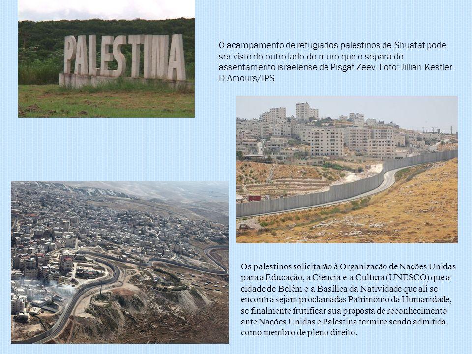 O acampamento de refugiados palestinos de Shuafat pode ser visto do outro lado do muro que o separa do assentamento israelense de Pisgat Zeev. Foto: Jillian Kestler-D'Amours/IPS
