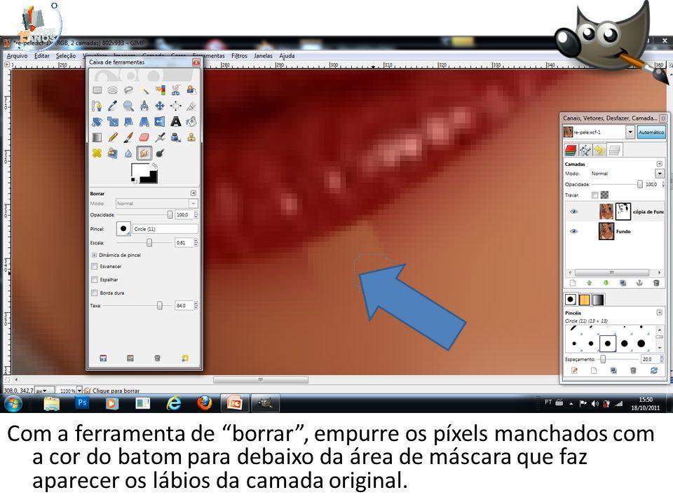 Com a ferramenta de borrar , empurre os píxels manchados com a cor do batom para debaixo da área de máscara que faz aparecer os lábios da camada original.