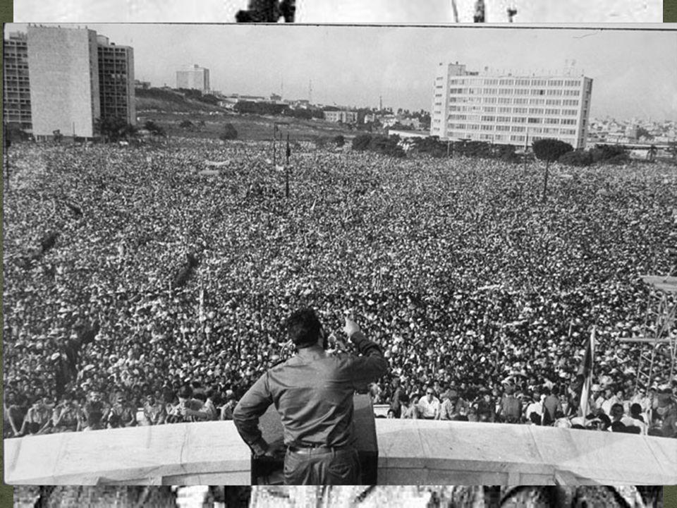 O Mundo Socialista Revolução Cubana (1959): Fidel Castro derruba a ditadura de Fulgêncio Batista, por meio de luta armada.