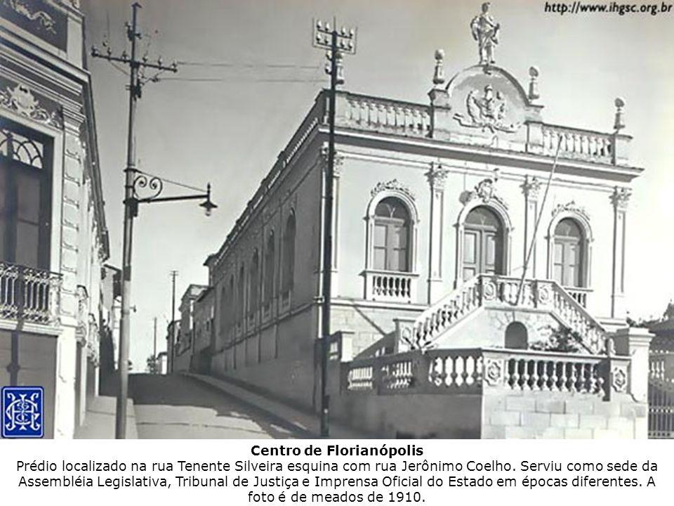 Centro de Florianópolis Prédio localizado na rua Tenente Silveira esquina com rua Jerônimo Coelho.