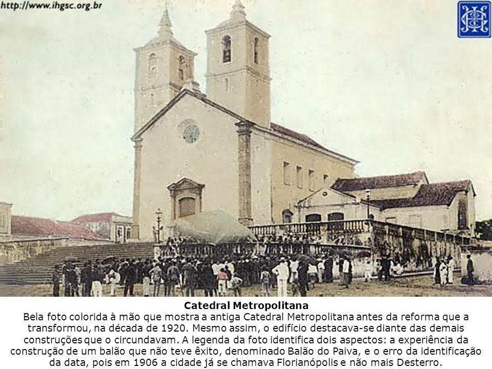 Catedral Metropolitana Bela foto colorida à mão que mostra a antiga Catedral Metropolitana antes da reforma que a transformou, na década de 1920.