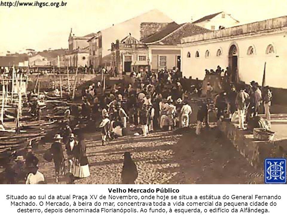 Velho Mercado Público Situado ao sul da atual Praça XV de Novembro, onde hoje se situa a estátua do General Fernando Machado.