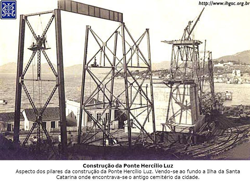 Construção da Ponte Hercílio Luz Aspecto dos pilares da construção da Ponte Hercílio Luz.