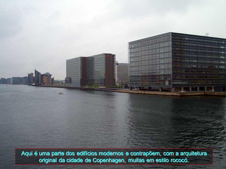 Aqui é uma parte dos edifícios modernos e contrapõem, com a arquitetura original da cidade de Copenhagen, muitas em estilo rococó.
