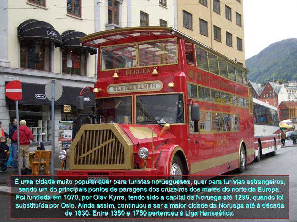 É uma cidade muito popular quer para turistas noruegueses, quer para turistas estrangeiros, sendo um do principais pontos de paragens dos cruzeiros dos mares do norte da Europa.