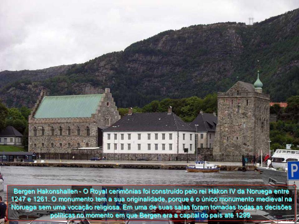 Bergen Hakonshallen - O Royal cerimônias foi construído pelo rei Håkon IV da Noruega entre 1247 e 1261.
