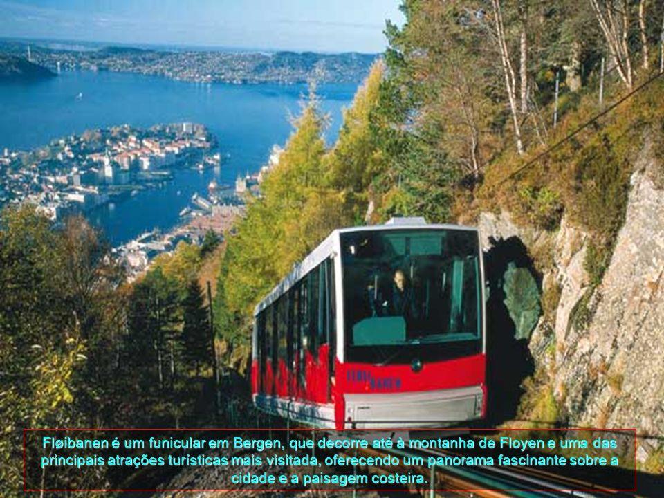 Fløibanen é um funicular em Bergen, que decorre até à montanha de Floyen e uma das principais atrações turísticas mais visitada, oferecendo um panorama fascinante sobre a cidade e a paisagem costeira.