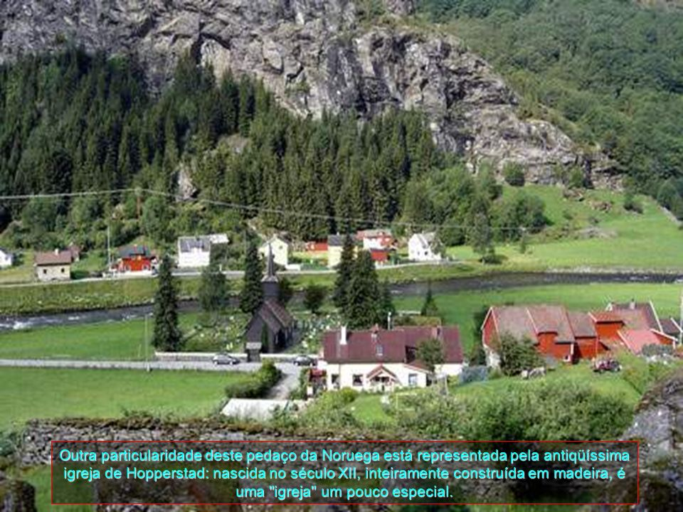 Outra particularidade deste pedaço da Noruega está representada pela antiqüíssima igreja de Hopperstad: nascida no século XII, inteiramente construída em madeira, é uma igreja um pouco especial.