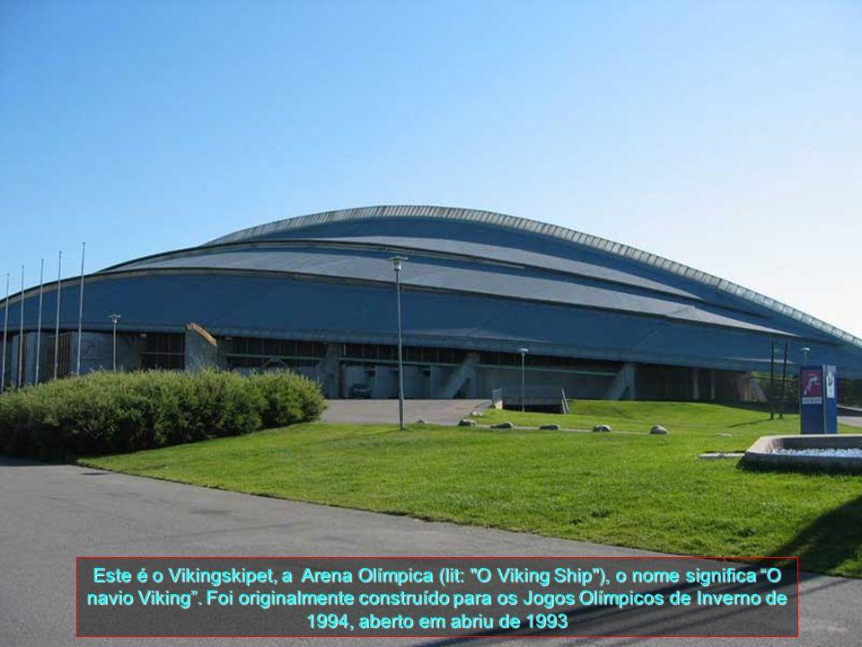 Este é o Vikingskipet, a Arena Olímpica (lit: O Viking Ship ), o nome significa O navio Viking .