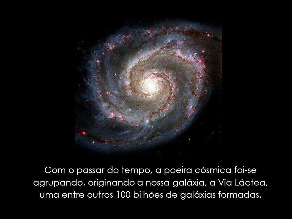 Com o passar do tempo, a poeira cósmica foi-se agrupando, originando a nossa galáxia, a Via Láctea, uma entre outros 100 bilhões de galáxias formadas.